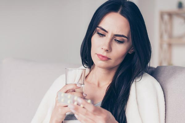 What vitamin deficiency causes Paresthesia
